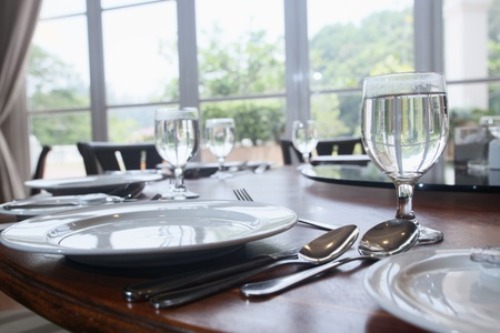 setting table: Table setting in a restaurant