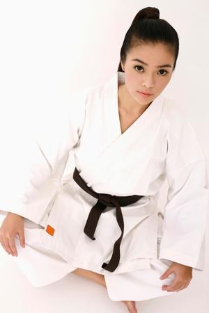 oefenen: Vrouw in karate uniform Stockfoto