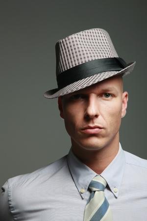 hombre calvo: Empresario con fedora