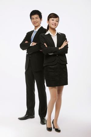 Hombre de negocios y empresaria con los brazos cruzados Foto de archivo - 9678630