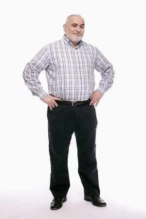 mani sui fianchi: L'uomo in piedi con le braccia sui fianchi Archivio Fotografico
