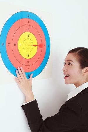 bull s eye: Businesswoman on target