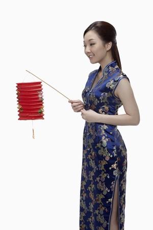 papierlaterne: Woman in cheongsam holding Papierlaterne Lizenzfreie Bilder