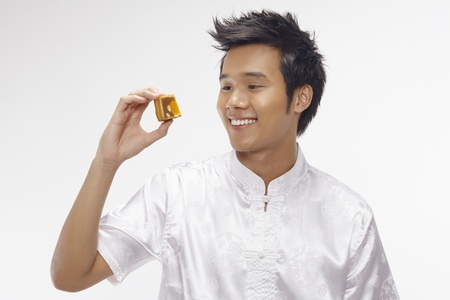 Man holding a piece of sliced mooncake Stock Photo - 17340287