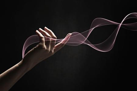 invitando: La mano del hombre que muestra un gesto de invitaci�n