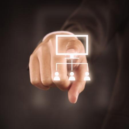 dedo indice: Dedo �ndice que se�ala en un organigrama Foto de archivo