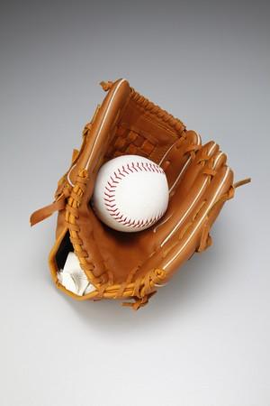 guante beisbol: Guante de b�isbol con el b�isbol  Foto de archivo