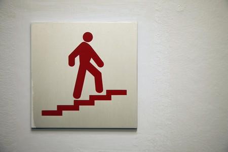 male likeness: Close-up de Junta de informaci�n subiendo una escalera