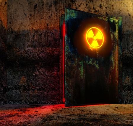 Puerta abierta peligro con signo de cautela de radiación en el antiguo edificio de tecnología