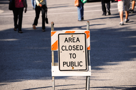area closed sign and people behind Imagens