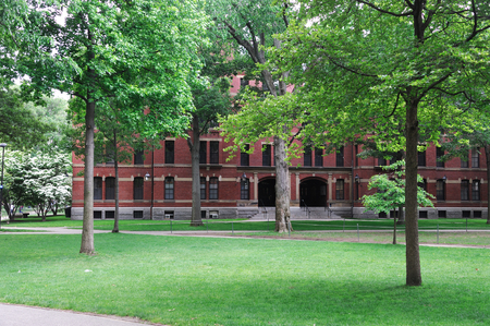 Harvard University Campus, ancient brick building and lawn in spring Imagens