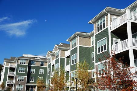 晴れた日の現代的なアパートの建物 写真素材