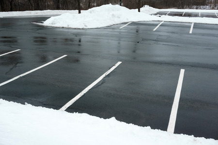 削除雪と空の駐車場 写真素材