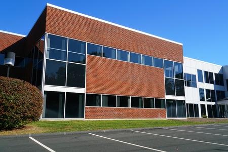 현대 회사 건물 외관에가 까이 서