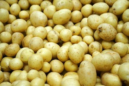 Fresh potatoes in the supermarket for sale 免版税图像 - 159501825