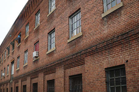 perspective view of old brick wall and window of old factory building 免版税图像