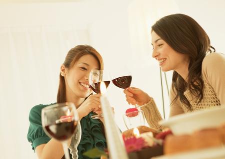Women toasting LANG_EVOIMAGES