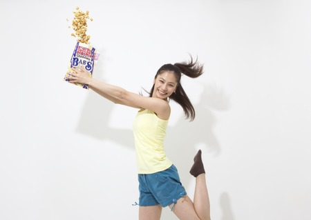 Young woman holding caramel popcorn