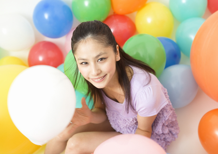 Young woman and balloons LANG_EVOIMAGES