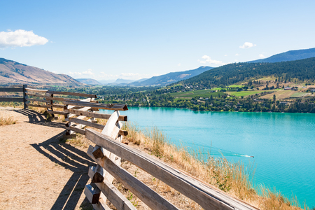 Great scenery with view on Kalamalka lake and Rocky mountain in British Columbia, Canada 版權商用圖片