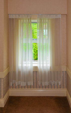 Semi transparent valance on a window in a house Banque d'images - 116072344