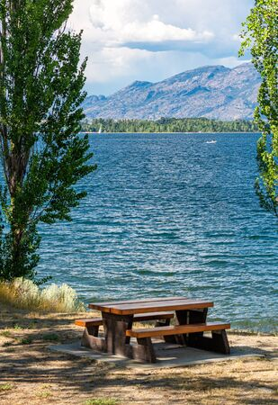Recreation area with beautiful overview of the lake and mountains. Stock fotó