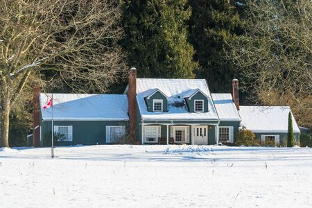 Big farmers house with spacious front yard on sunny winter day in Canada 版權商用圖片
