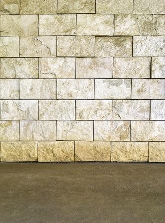 Rustic travertine stone sall with dirt soil ground floor Foto de archivo - 106231240