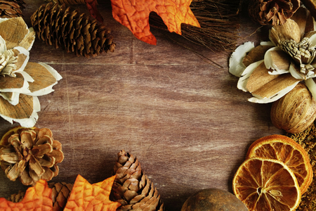 Fall Autumn leaves, pine cones, nuts on shiplap wood background. Banco de Imagens