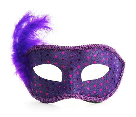 Isolated Purple Carnival Mardi Gras Feather Mask Foto de archivo - 120934391