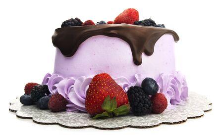 Isolated chocolate ganache cake with blueberries, blackberries, raspberries, and strawberries. Foto de archivo - 131814247
