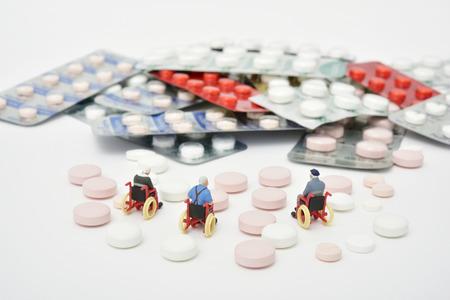 医療画像医学と車椅子の人形