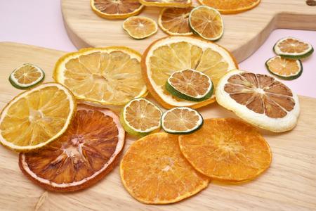 柑橘系の果物のドライ フルーツ