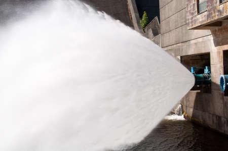 overflow: Reservoir water overflow pipe