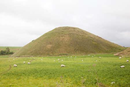 wiltshire: Silbury hill in Wiltshire Stock Photo