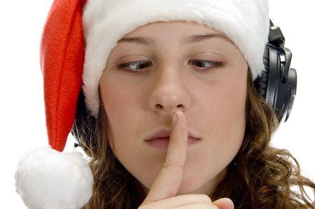 keep silent: istruire la donna a mantenere il silenzio e cercando squint su un isolato sfondo bianco