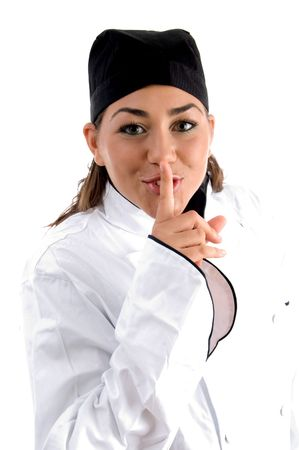keep silent: chef istruire a tacere su uno sfondo bianco isolato