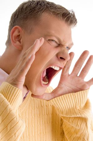 side pose: lado plantean los hombres de gritar con fondo blanco