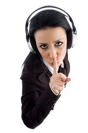 keep silent: istruire i dipendenti a restare in silenzio con sfondo bianco