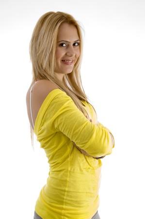 side pose: plantean de cara sonriente mujer en un aislado fondo