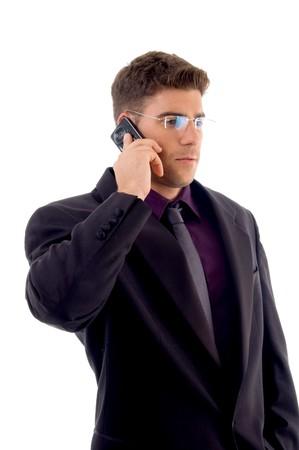 usługodawcy: młodych usługodawcy komunikacji na telefon komórkowy przed białym tle