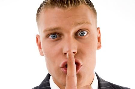 guardar silencio: vista de cerca empresario pidiendo a guardar silencio con fondo blanco Foto de archivo