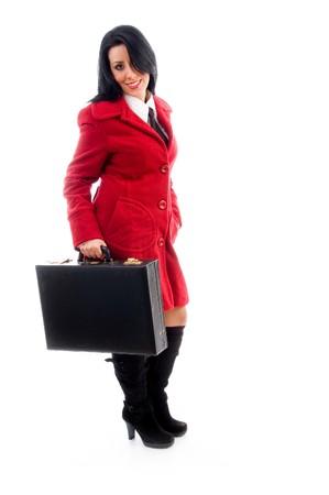 leren tas: Kaukasische model bedrijf lederen tas op een geïsoleerde achtergrond