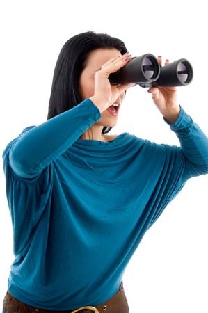 side pose: plantean lado de las mujeres mirando a trav�s de binoculares en un aislado fondo blanco Foto de archivo