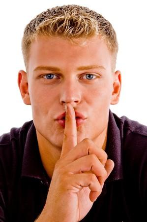 guardar silencio: hombre con instrucciones de guardar silencio sobre un hecho aislado fondo Foto de archivo