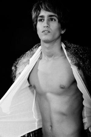 nackte brust: Junger Mann aussetzen nackte Brust