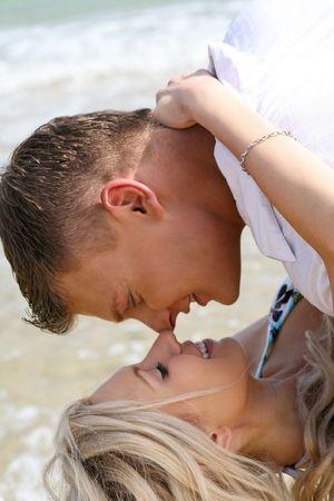 making love: Hacer el amor junto a la playa Foto de archivo
