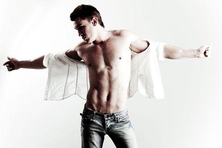 hombres gays: Hombre musculoso abriendo los brazos Foto de archivo