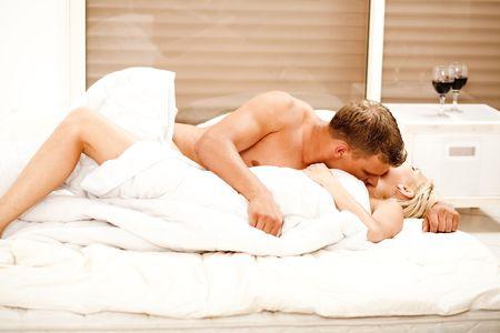 Hombre joven haciendo el amor con su pareja Foto de archivo - 5674019
