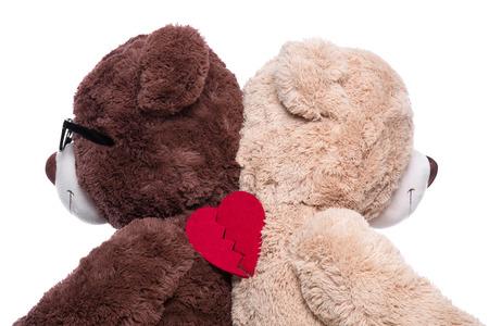 Teddyberen rijtjes voor steun gebroken hart geïsoleerd op wit - de problemen onder de heren en dames Stockfoto